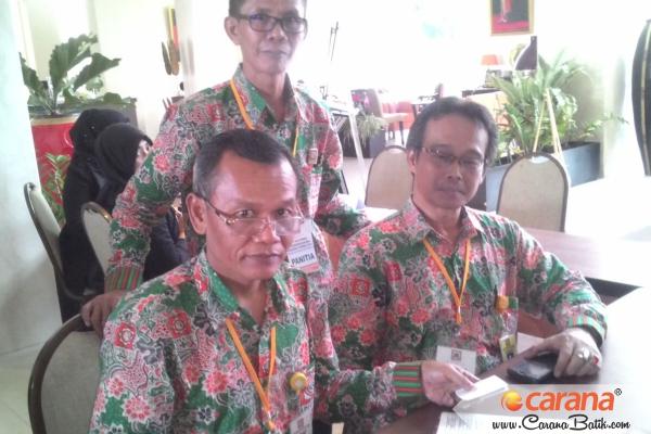 Bapak-Bapak-Baju-Batik-Apernas