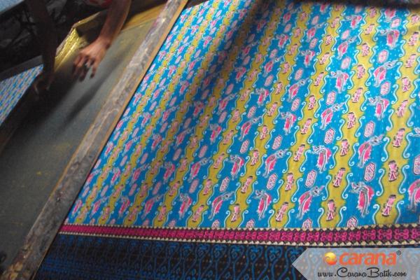 Proses-Batik-Printing-Motif-Cendrawasih-Irian-Jaya-Papua
